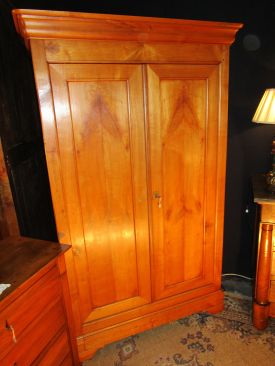 Petite armoire Louis-Philippe, Style Louis-Philippe
